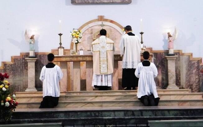 Padre Aldo preparou-se durante um ano para celebrar a missa segundo o rito antigo da Igreja Católica, em latim, na Paróquia de São Paulo Apóstolo, na capital paulista