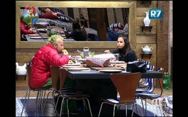 Gui Pádua e Taciane Ribeiro jantam no reality rural