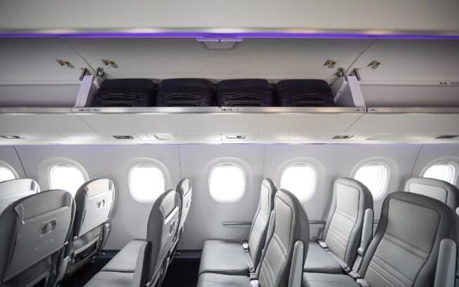 Jato E190-E2 não tem poltrona do meio e possui compartimento espaçoso para bagagem