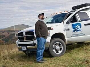 Chuck Niday com seu veículo de patrulha em Horseback Ridge