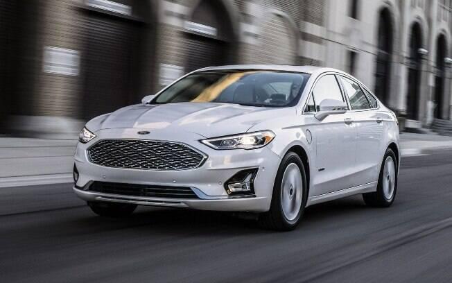 Tal como o Fiesta, como destaque na dianteira o novo Ford Fusion vai trocar a grade de frisos pela nova