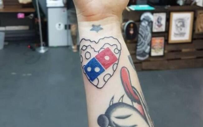 Promoção da Domino's exigia pelo menos dois centímetros de tatuagem