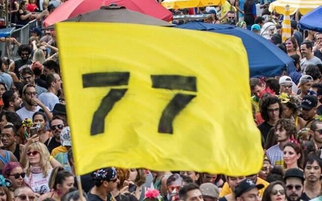 Registro do desfile do Bloco 77