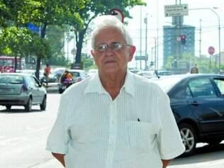 """O aposentado Walmor Damiani, 73, sempre fez um controle médico anual. Recentemente, ele foi diagnosticado com uma hiperplasia da próstata (aumento do tamanho da glândula) e passou por uma raspagem, no final de 2013. """"Antes eu me consultava com um médico que preferia receitar remédios, mas ele saiu da clínica, e o outro me recomendou fazer o procedimento cirúrgico. Foi muito bom ter feito a cirurgia, incomodava muito, doía e eu não conseguia urinar. Com certeza minha qualidade de vida melhorou desde então""""."""