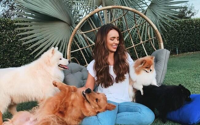 Três dos quatro cães de Rafa Kalimann estão com tosse canina