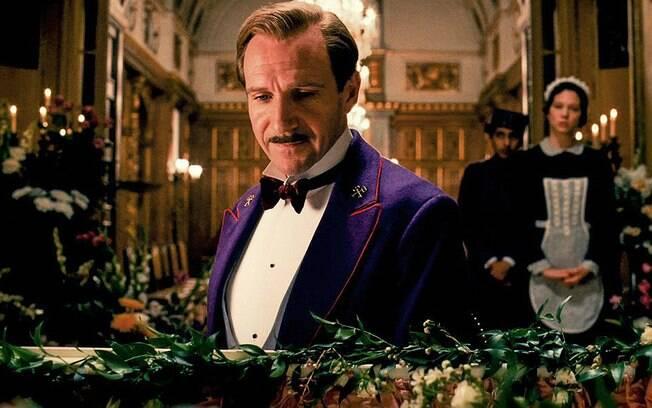 Ralph Fiennes testou diferentes bigodes de vários formatos antes de deixar crescer o seu, cujo estilo é o