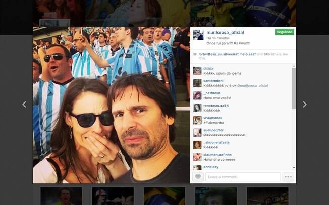 Já no Maracanã, Murilo e a mulher, Fernanda Tavares, incomodados ao lado da torcida argentina