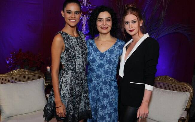 Letícia Sabatella ao lado de Marina Ruy Barbosa e Arianne Botelho no lançamento da série 'Amorteamo'