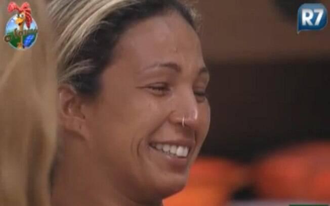 Valesca chora e ri ao mesmo tempo com história de Joana Machado