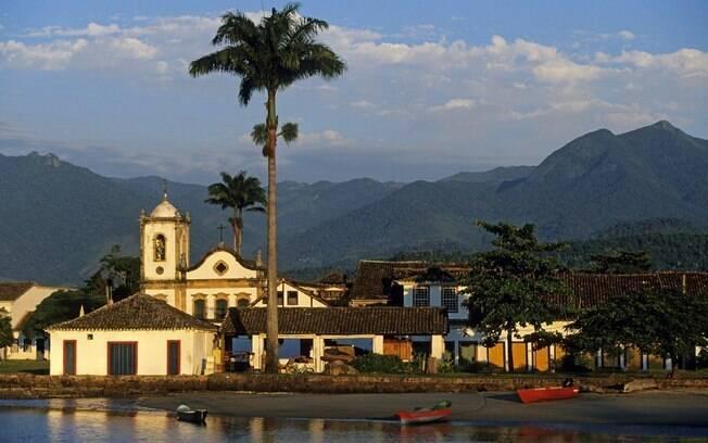 Construções históricas se destacam na paisagem de Paraty