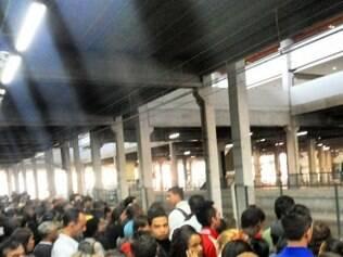 Lotação no metrô de BH nesta manhã é registrado por internautas.