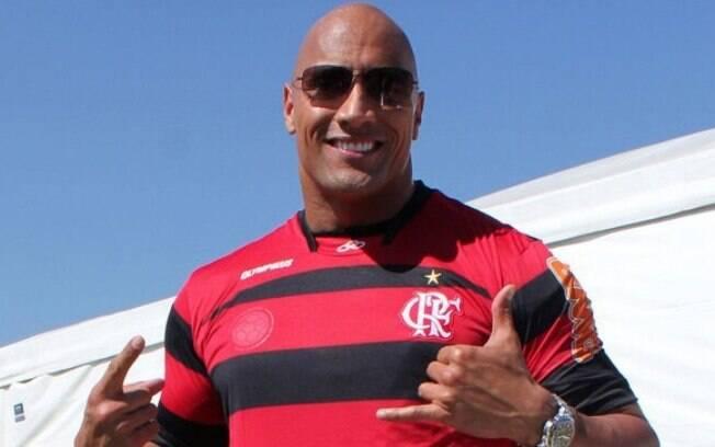 Dwayne Johnson, o The Rock, com a camisa do Flamengo