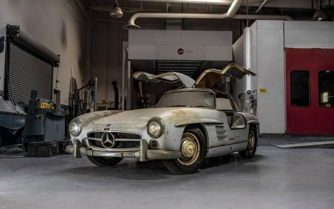 Mercedes 300 SL 1954 todo original, mas precisando de uma boa restauração para voltar a brilhar