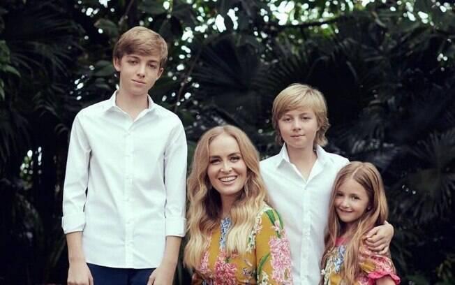 Angélica posa ao lado dos filhos e fala sobre retorno à TV em 2019: