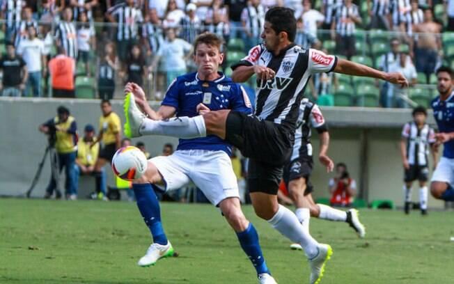 Lance do clássico entre Atlético-MG e Cruzeiro