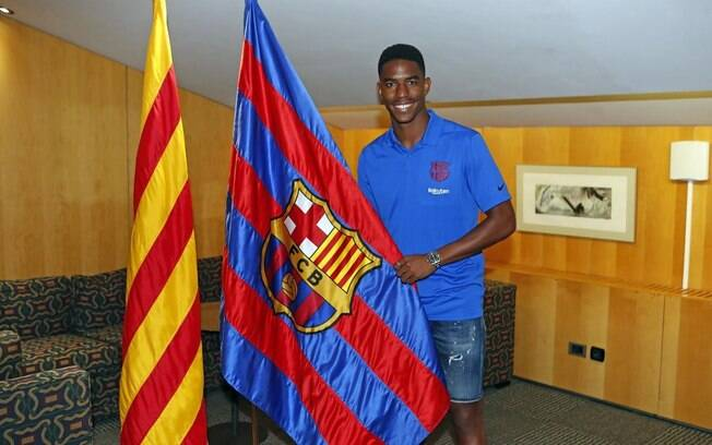 Lateral dominicano foi apresentado junto com o restante dos reforços do Barça para a próxima temporada