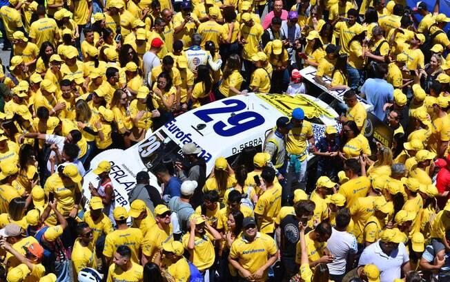 Na reta de chegada, foi iniciada a comemoração do título de Daniel Serra na Stock Car