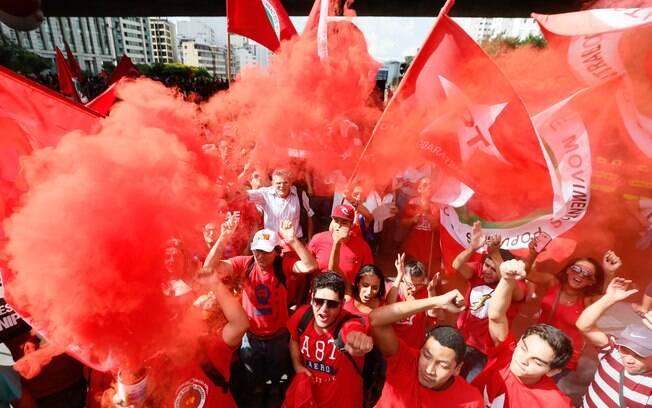 Manifestantes se concentraram no vão livre Masp para ato de apoio a Lula e ao governo Dilma