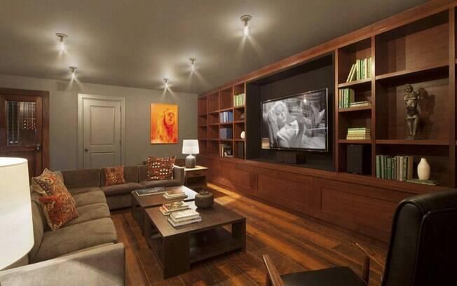Mansão de famoso: detalhe da sala de TV da casa de Bradley Cooper