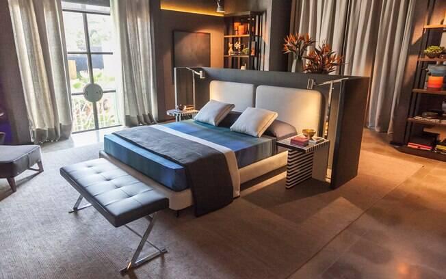 A Suíte Master foi assinada pelos arquitetos Toninho Noronha e Renato Andrade. Com 70 m², o espaço ganhou uma paleta com diferentes tons de cinza