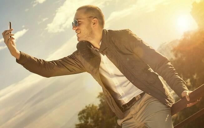 Homens que tiram muitas selfies têm traços de personalidade anti-social e psicopata, diz estudo