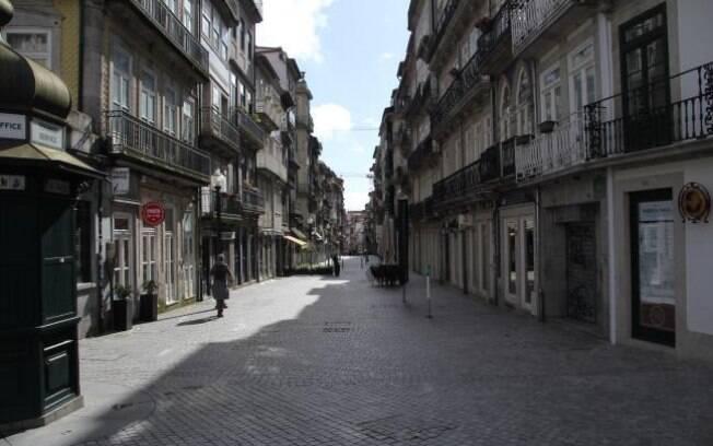 A cidade de Porto, em Portugal, estava vazia durante a viagem de Eduardo