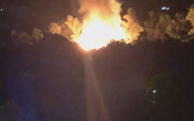 Incêndio toma conta de cidade cenográfica de
