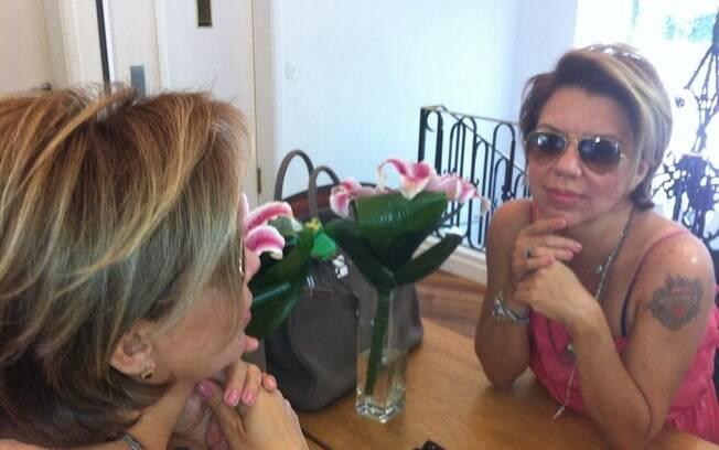 Astrid Fontenelle em seu camarim: Apresentadora aparece inchada por conta do tratamento de cortisona
