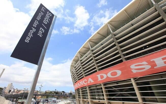 Placas com tradução em inglês foram ajustadas na véspera da primeira partida oficial na Fonte Nova. Bahia e Vitória se enfrentam neste domingo