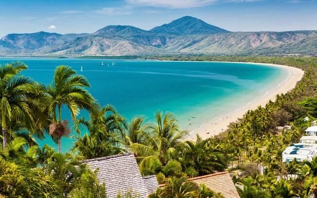 Em Cairns, na Austrália, é possível encontrar uma grande barreira de corais que encanta quem pratica mergulho