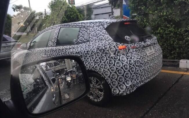 Assim como na frente, a versão renovada do Toyota Yaris ficará com aspecto mais arrojado