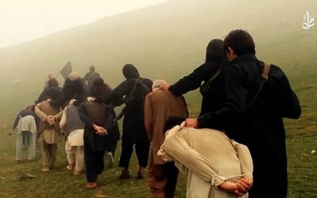 Estado Islâmico explode prisioneiros em novo vídeo divulgado na web. Foto: Reprodução/Estado Islâmico