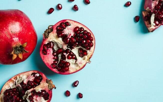 As propriedades antioxidantes da romã tornam-na um dos alimentos afrodisíacos