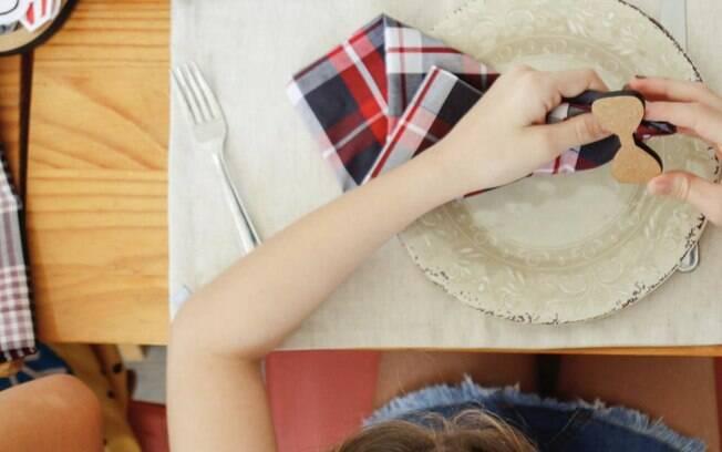Realizar refeições ao redor da mesa também é muito importante para o desenvolvimento de crianças e adolescentes