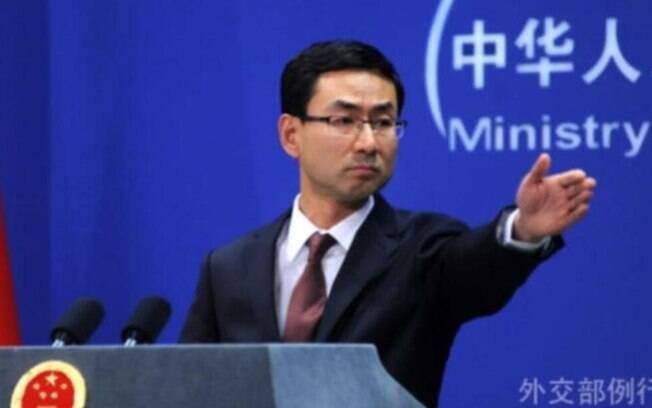 Geng Shang, ministro das Relações Exteriores da China, anunciou a expulsão dos jornalistas norte-americanos