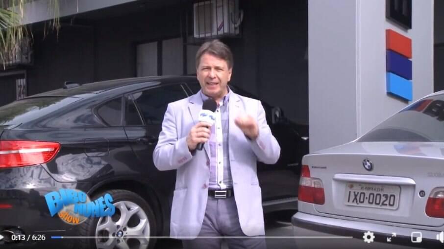 Em 2015, Bibo Nunes fazia propaganda para mecânica especializada em BMW, hoje, anda com um modelo de R$ 274.950
