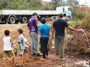 Moradores ficaram sem abastecimento de água após o acidente