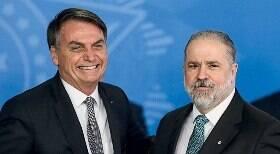PGR se recusa a investigar Bolsonaro em caso de cheques