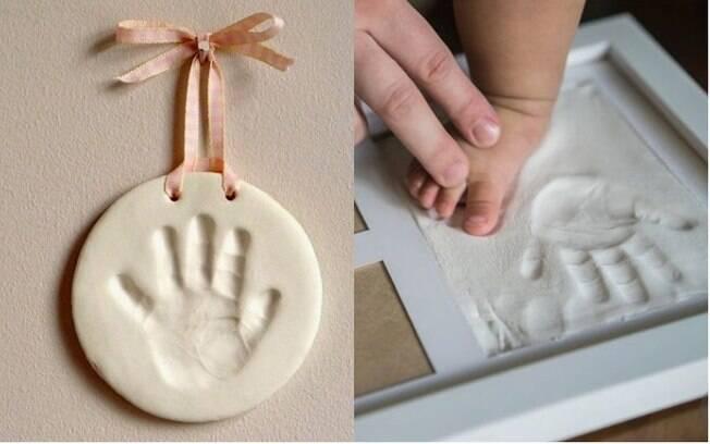 Pressione as mãos e pés dos pequenos na argila para um presente carinhoso de Dia dos Avós