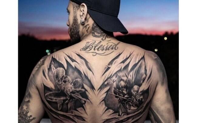 Neymar tem o Homem-Aranha e o Batman tatuados nas costas