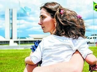 Instinto. Katiele Fischer se tornou traficante de canabidiol para o tratamento da filha