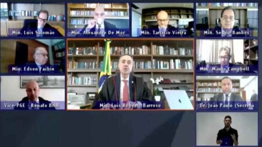 Os ministros Luís Roberto Barroso e Alexandre de Moraes se manifestaram sobre a pandemia