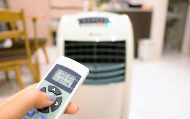 Além dos itens citados acima, o climatizador de ar também é uma das alternativas que ajudam a aliviar o calor da casa