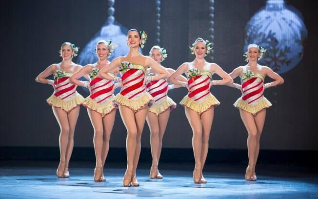 Dançarinas das Rockettes apresentando-se no palco