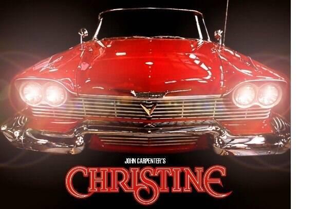 Christine: o clássico Plymounth Fury, com dianteira agressiva, aparece como se fosse um carro assassino
