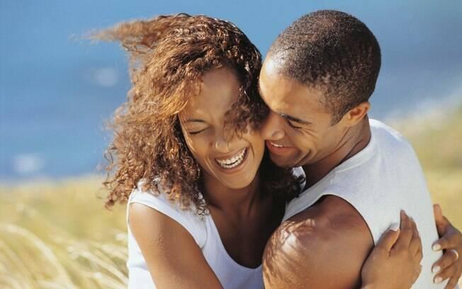 Como amigos que riem da mesmas coisas, um casal que tem gostos e interesses em comum tem mais chance de ter uma relação duradoura