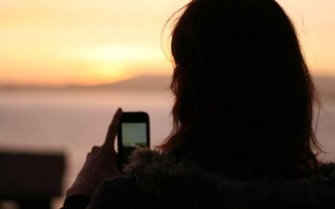 Crença entre usuários de smartphones de que fechar aplicativos pode aumentar a bateria é falsa