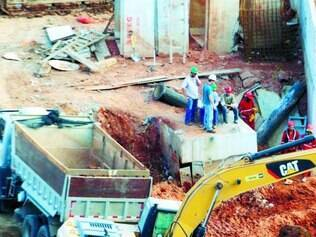Escavação em torno do pilar já começou e pode apontar fatos conclusivos