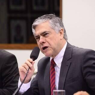 Deputado Augusto Carvalho criticou o aumento do uso de agrotóxicos no Brasil