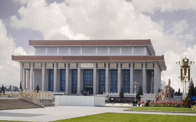 Mausoléo de Mao Tsé-Tung no centro da Praça da Paz Celestial